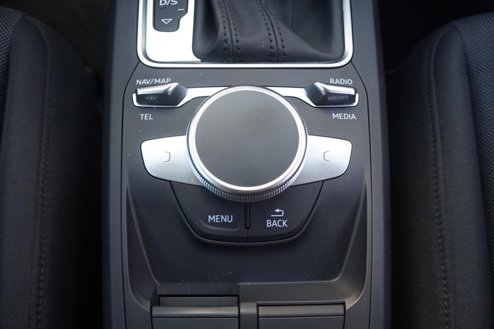 Audi-Q2-13