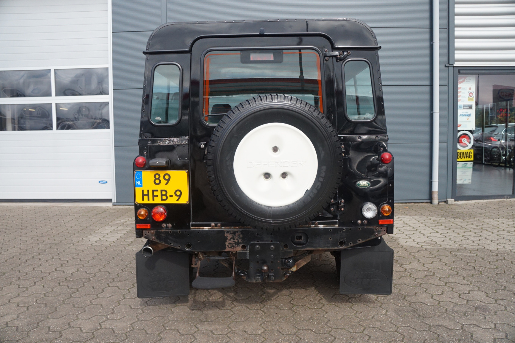Land Rover-Defender-16