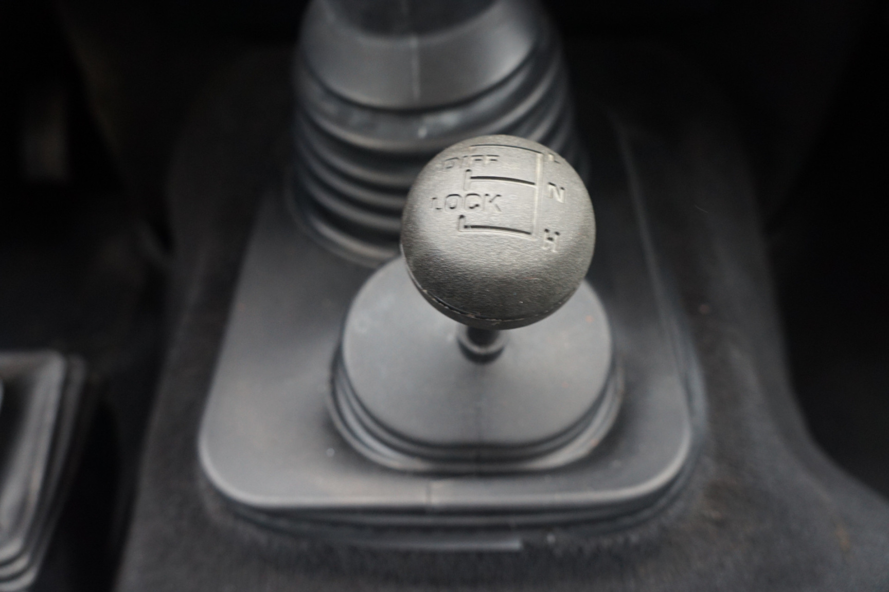 Land Rover-Defender-10