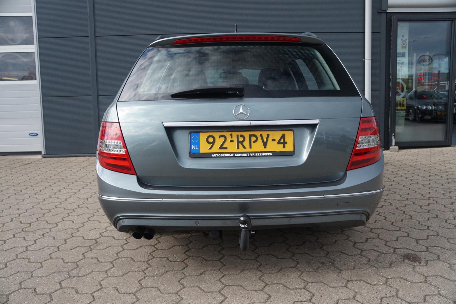 Mercedes-Benz-C-Klasse-19
