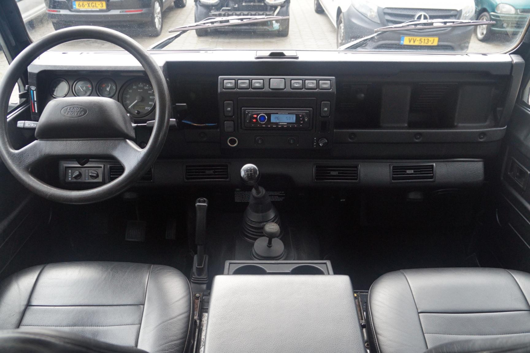 Land Rover-Defender-9